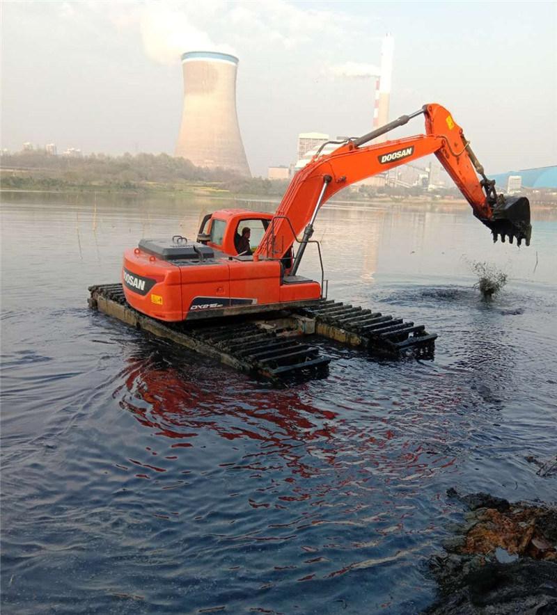 水陆两用挖机施工现场