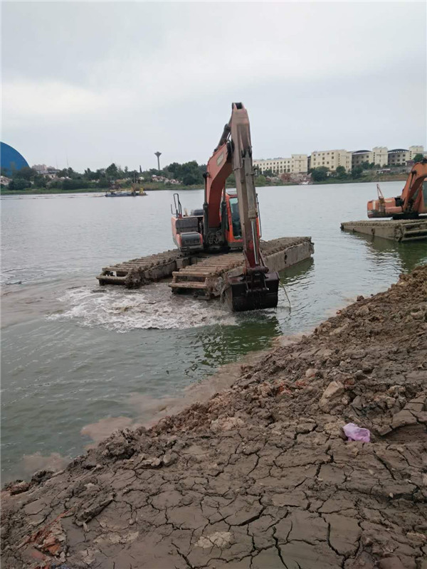 水陆两用挖机施工