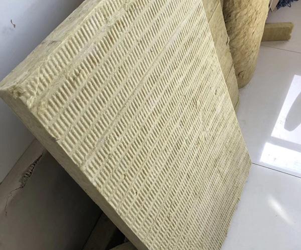 该如何选择合格的成都外墙岩棉板?