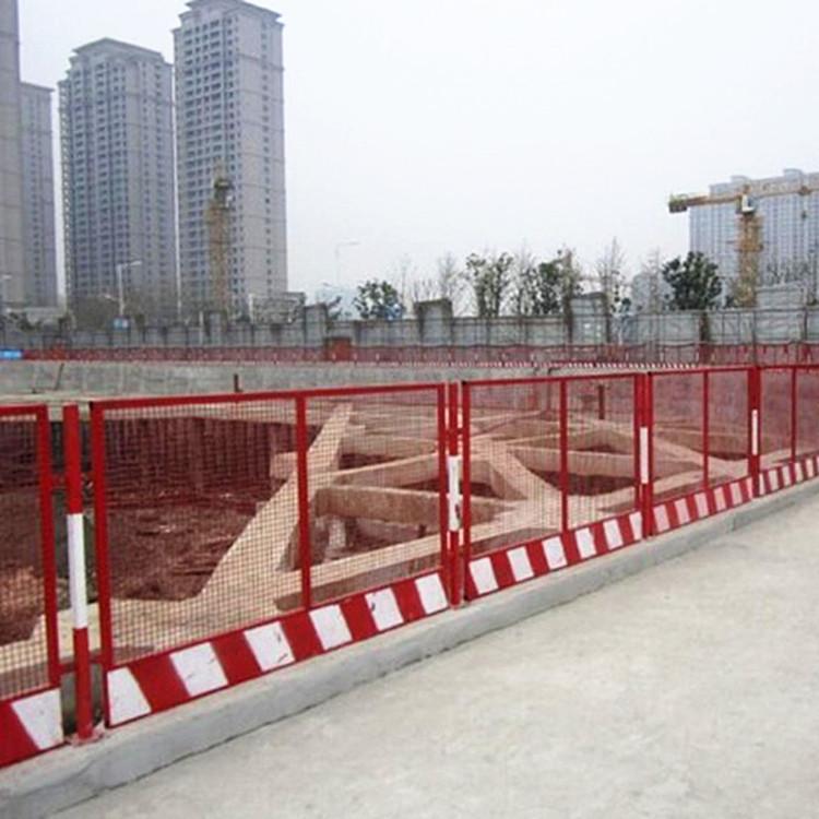 江苏某施工现场采购与安装基坑护栏网