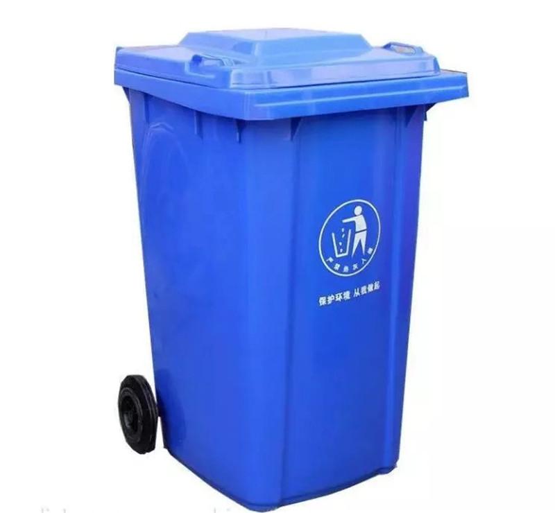 蓝色垃圾桶