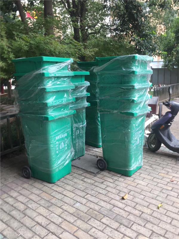 为城东花园小区定制垃圾桶