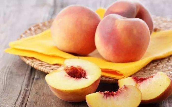 夏天到了,各种新鲜水果开始上市,但是要注意不要食用过量