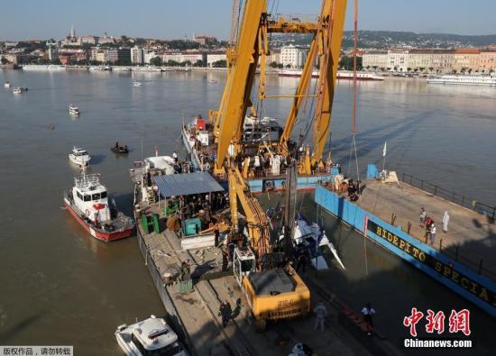 韩媒:匈牙利沉船曾在水下多次旋转 船体变形