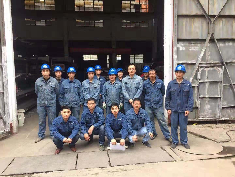 四川不锈钢水箱生产车间员工