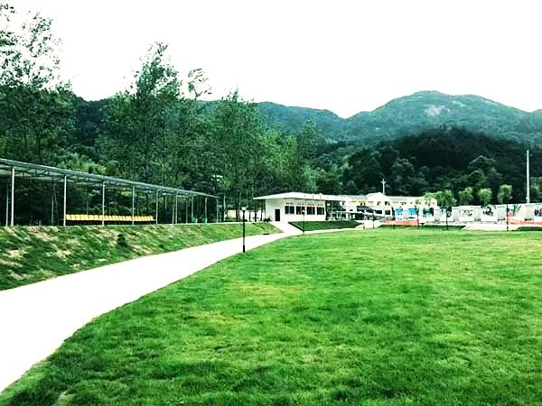 黄梅拓展训练基地-绿草如茵,蜿蜒小路