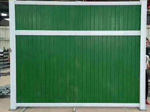 小草彩钢板围挡