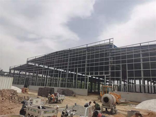 内蒙古钢结构施工团队紧锣密鼓承建中