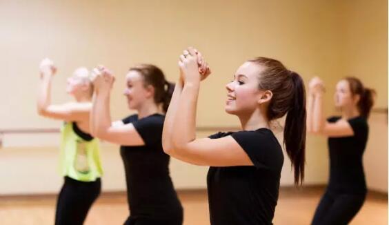 成人学舞蹈