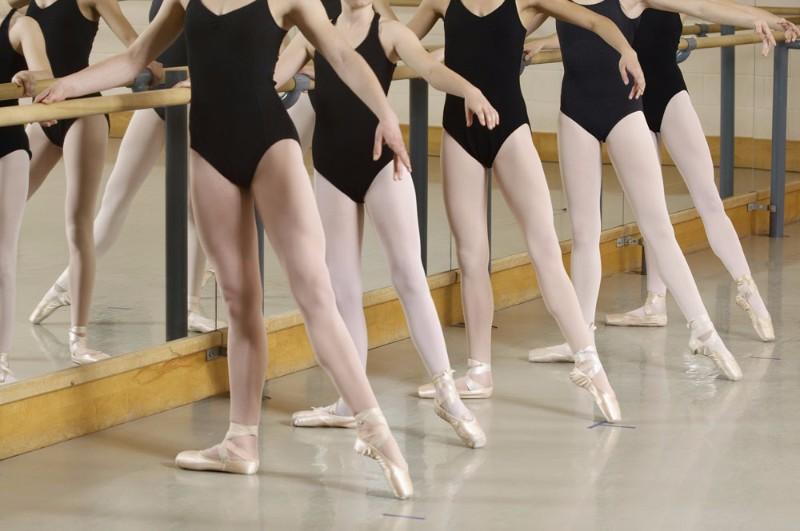 舞蹈:专业舞蹈艺考培训方法——软度与开度