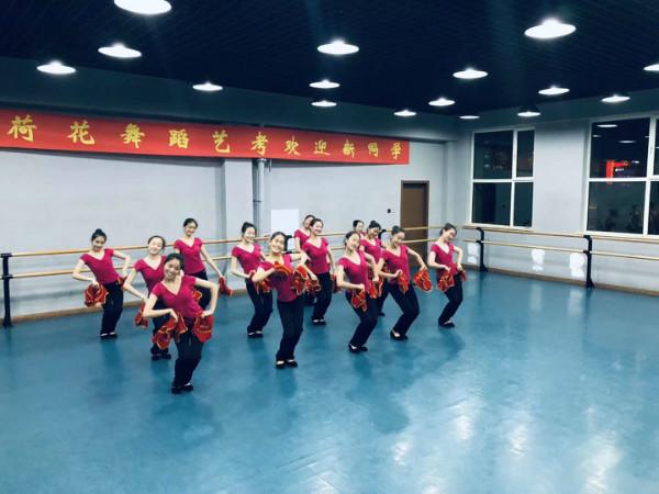 迎新晚会舞蹈排练
