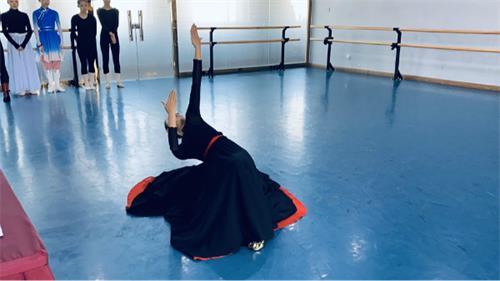 选择体现自己舞蹈实力的剧目