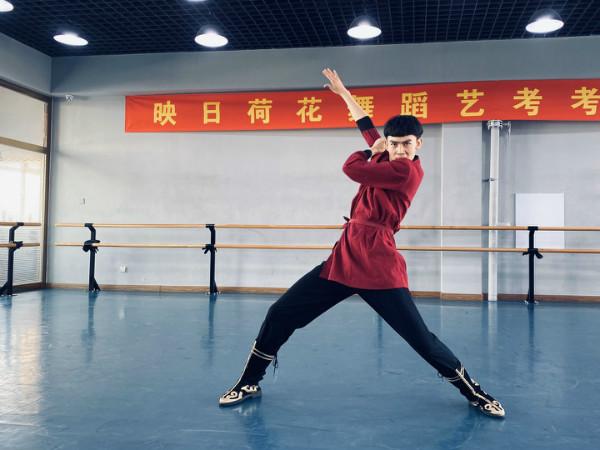 舞蹈中身体的张力、协调的律动、恰当的劲力和气息的运用