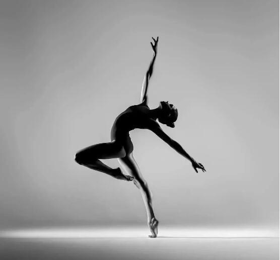 舞台上的舞者