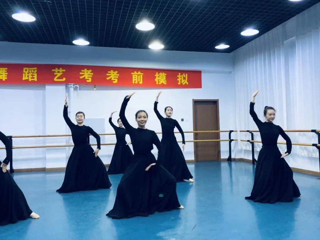 映日荷花舞蹈