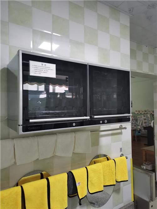 雅安幼儿园开学前完成消毒柜安装调试