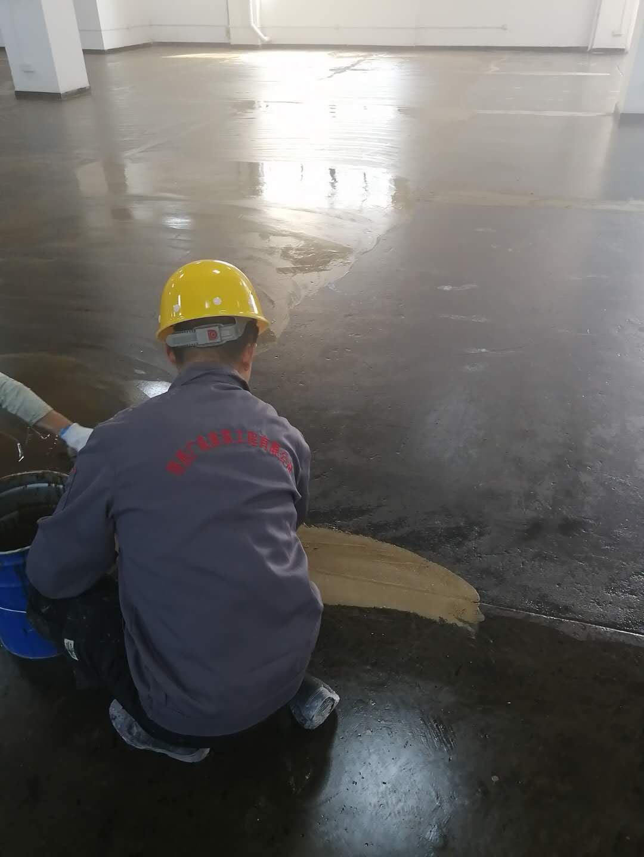 中涂刮砂   修补裂缝
