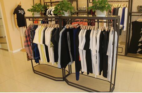 以这种方式设计的服装展示柜更有吸引力,你知道多少呢?