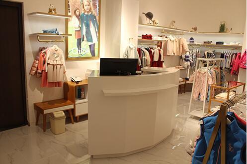 如何摆放和展示服装展示柜?西安展柜厂家给我们具体的详解!