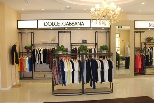 陈列柜制造商在制作中需要哪些细节?服装展柜厂家具体的详解?