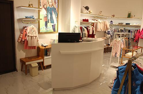 服装展示材料选择和工艺的有哪些注意事项?