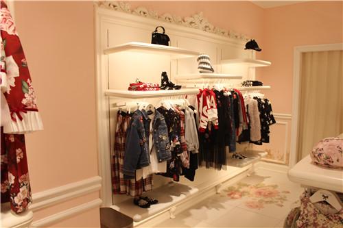 商用展示柜和家用展示柜有什么区别?西安展柜厂家有话说