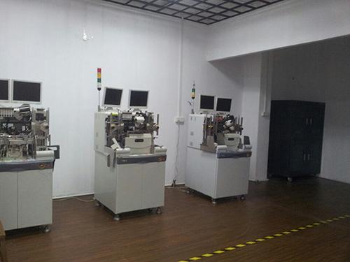 LED太阳能路灯研发工厂环境展示