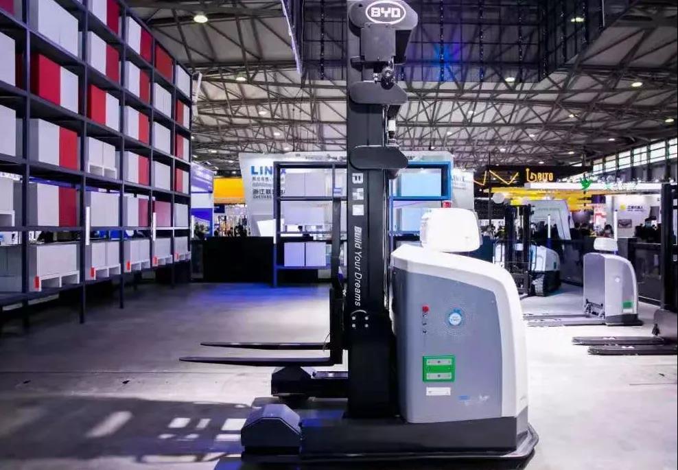 比亚迪叉车:搬运机器人时代已到来!