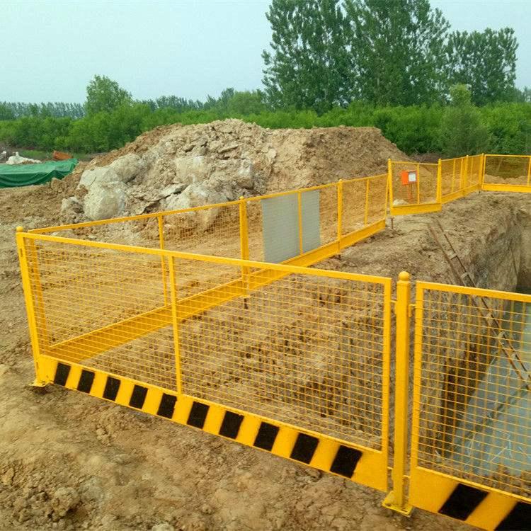 我司在一处施工场地安装的四川围栏网