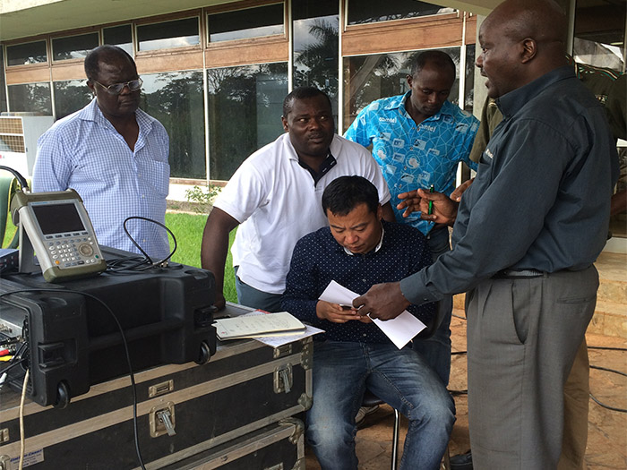 喀麦隆便携站天线系统培训现场