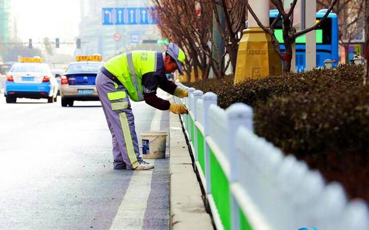 西安启动春夏季保洁 每天23点至次日6点冲洗道路