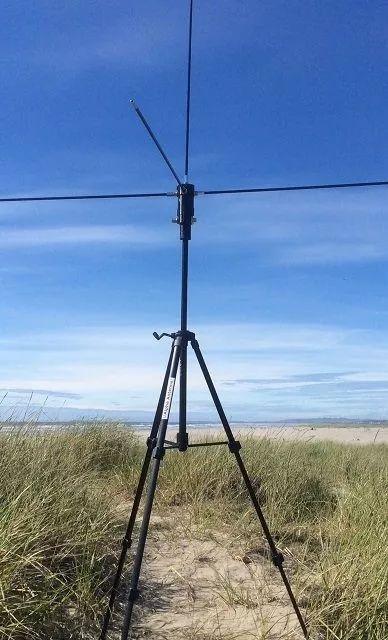 适用于便携式HF短波电台的10-80M Alpha DX EMCOMM天线