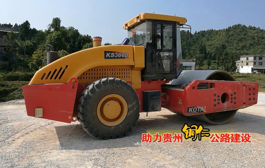 西安压路机助力铜仁公路建设