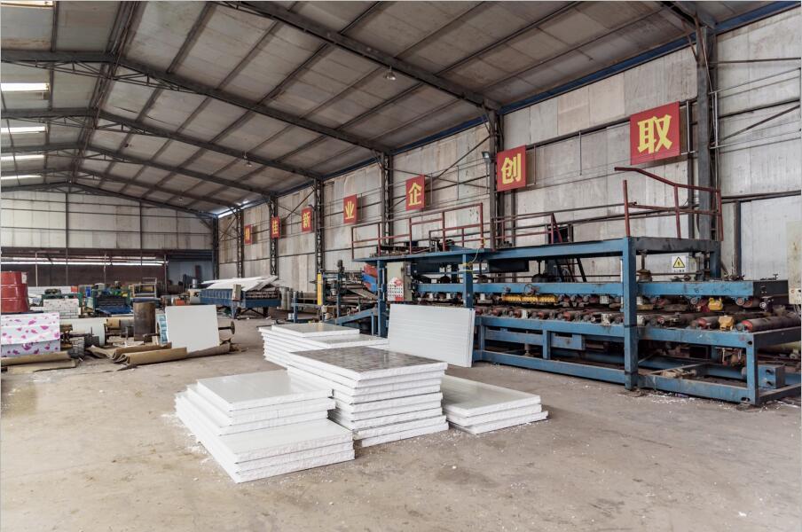 简阳市金利钢结构工程有限公司夹芯板作业区