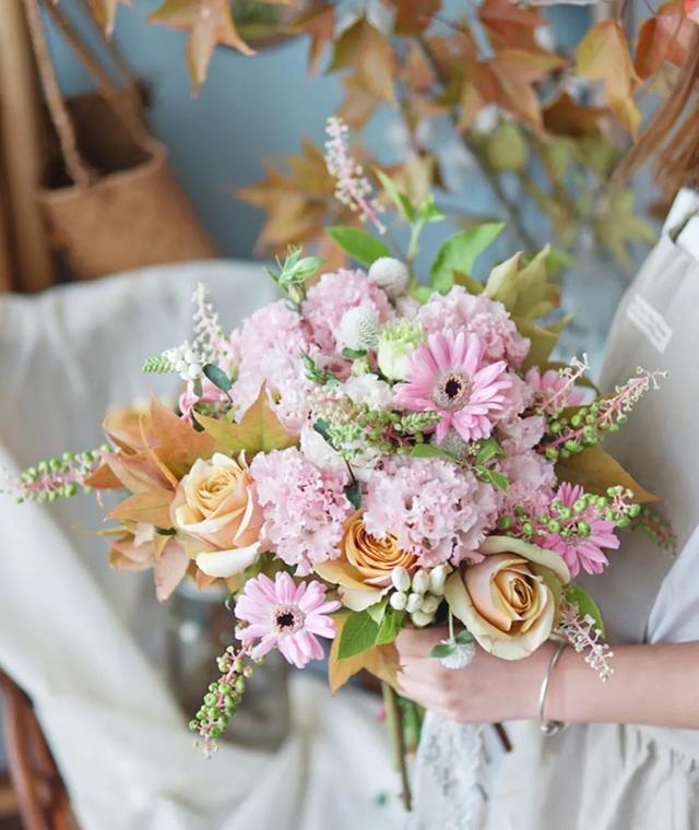 如何选择适合自己的婚礼主持人?
