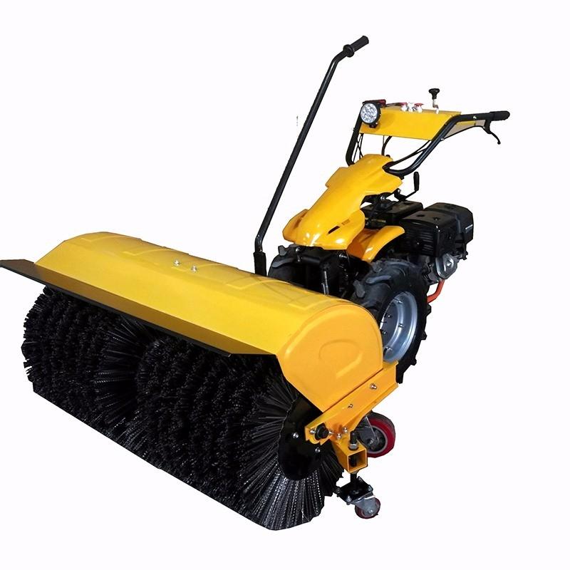 如何在使用扫雪机时进行轮胎养护?
