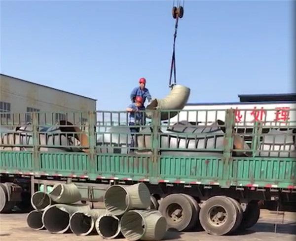 万博manbetx网站钢管厂家员工备货图片