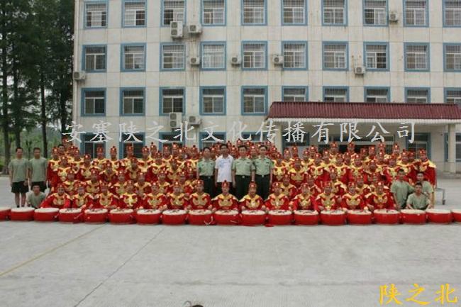 赴福建福州某部队培训80名威风锣鼓学员