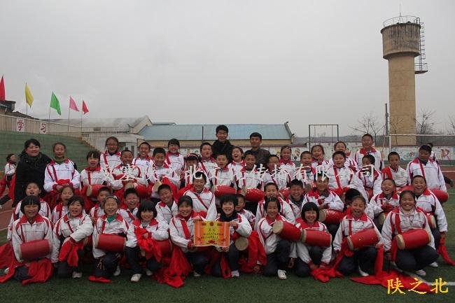 赴陕西省西安泾渭中心学校培训350名腰鼓学员