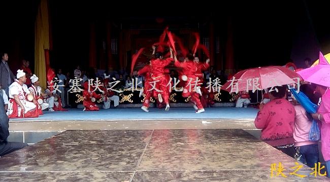 陕之北安塞腰鼓队员参加陕西榆林某庙会演出
