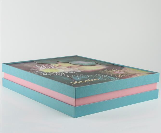 在进行成都精品包装盒印刷时应该注意三大方面