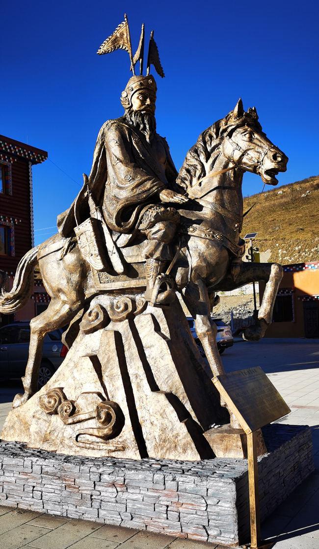 德格县水泥仿铜雕塑完工展示