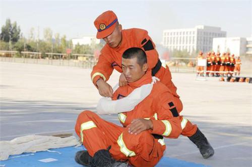 新疆森林消防总队组织退役士兵新消防员进行岗位实习考核