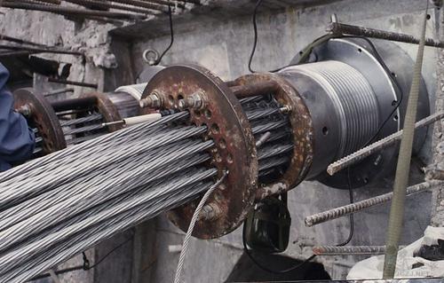钢绞线在预应力混凝土构造施工中,有非常重要的作用