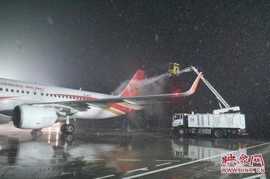 郑州机场下雪