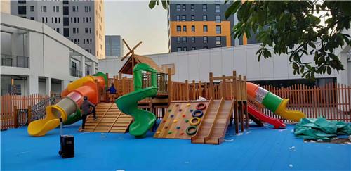 幼儿园户外玩具安装效果