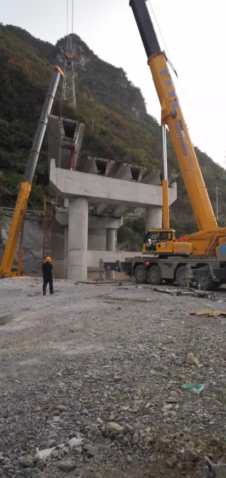 中鐵大橋集團一局興山平水公路橋吊裝