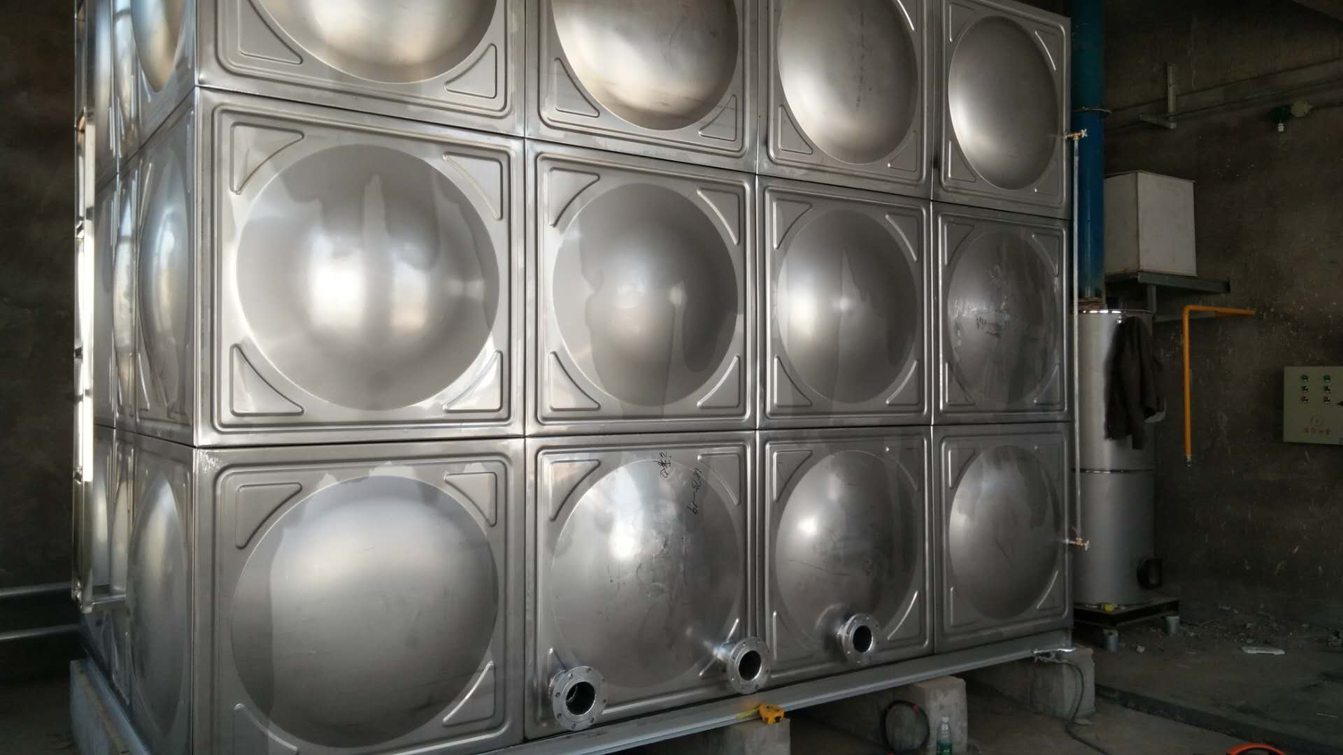 靖边不锈钢水箱案例
