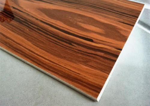 浅谈贴木皮使用在火锅桌、快餐桌等餐饮桌椅上的优势