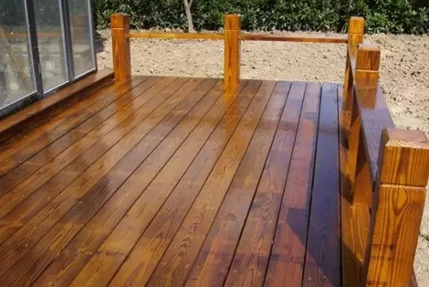 四川木屋厂家为您介绍防腐木木材开裂的处理方法